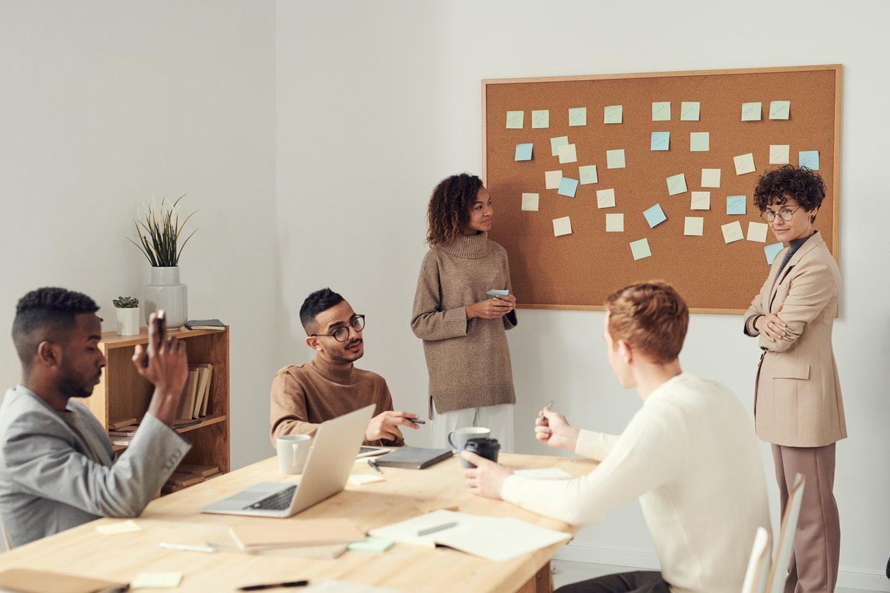 peran fungsi sekretaris organisasi
